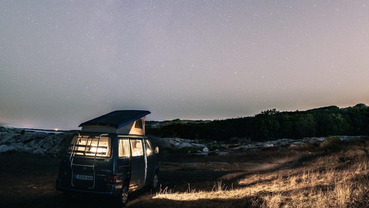 T4 California Norwegen mit Sternschnuppe