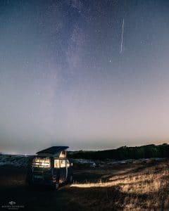 Bulli in Norwegen mit Sternschnuppe